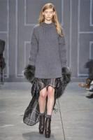 Женский свитер классической длины