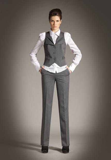 Женский жилет и брюки серого цвета