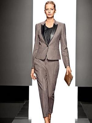 Женский костюм для офиса с короткими рукавами юбочный