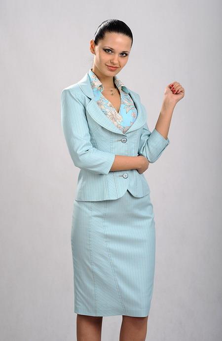 Деловой костюм женский с блузкой