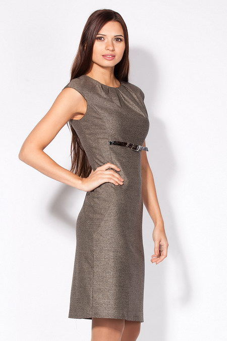 Платье-футляр светло-коричневое