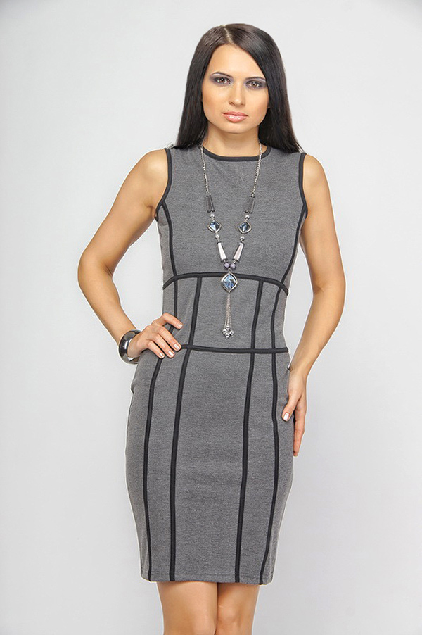 Платье-футляр светло-серое