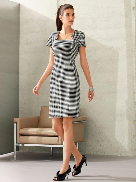 Платье-футляр в чёрно-белую клеточку