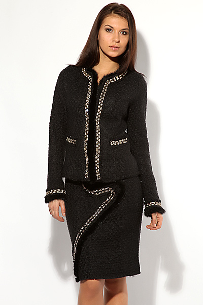Женский костюм для офиса тёмного цвета