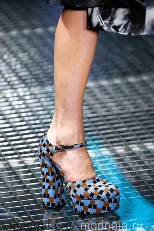 Женская модная обувь осень 2017 на платформе