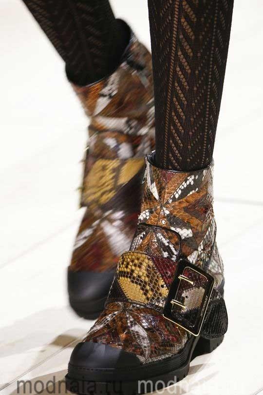 Женская модная обувь осень 2017 из кожи рептилий