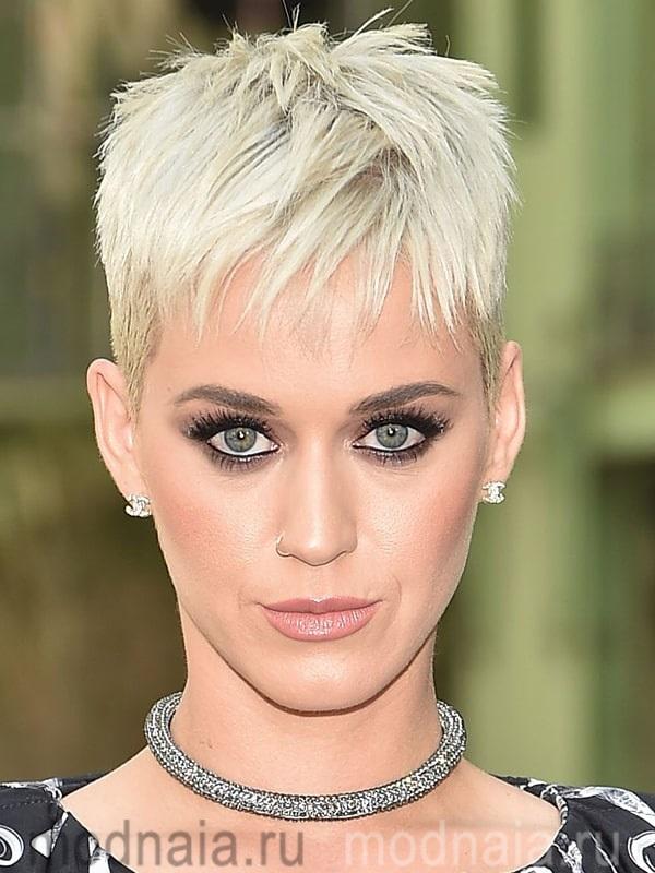 Гарсон модная стрижка на короткие волосы в 2019 году